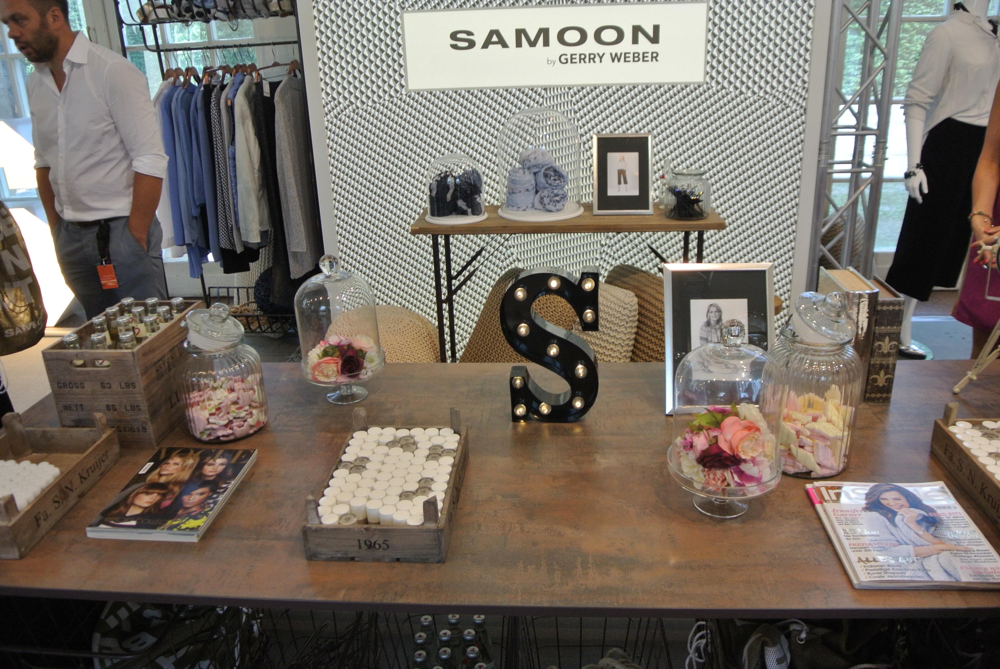 Samoon Stand