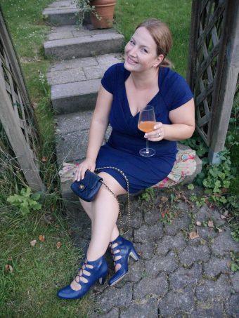 DAS blaue Kleid