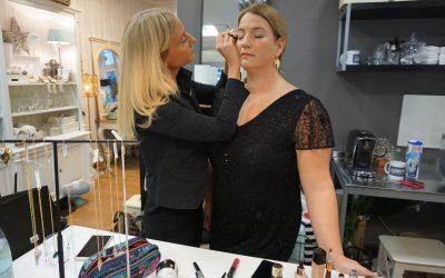 Weihnachts-Make-Up: Ganz einfach zum Nachschminken