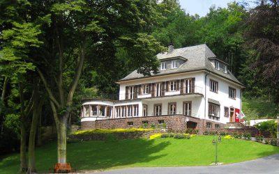 Jubiläum in der Hochzeits-Villa Betti B. – Bräute aufgepasst!