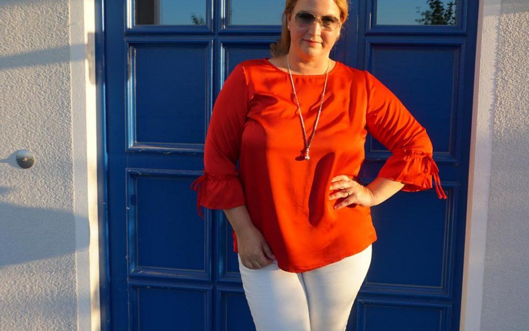Urlaubs-Outfit in rot und weiß